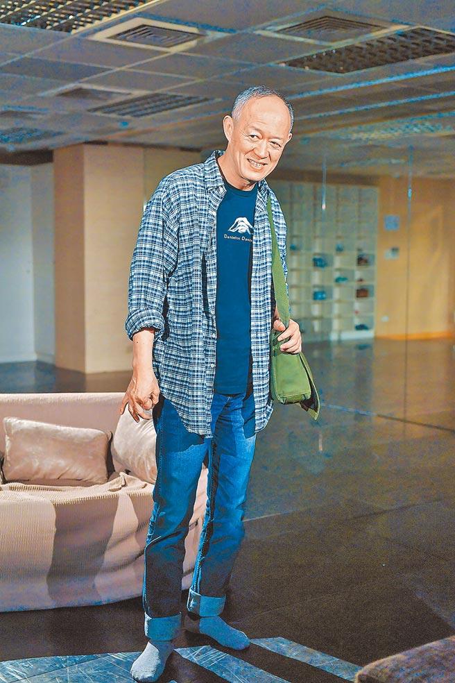 70歲的金士傑平常出門都背著書包。(資料照)