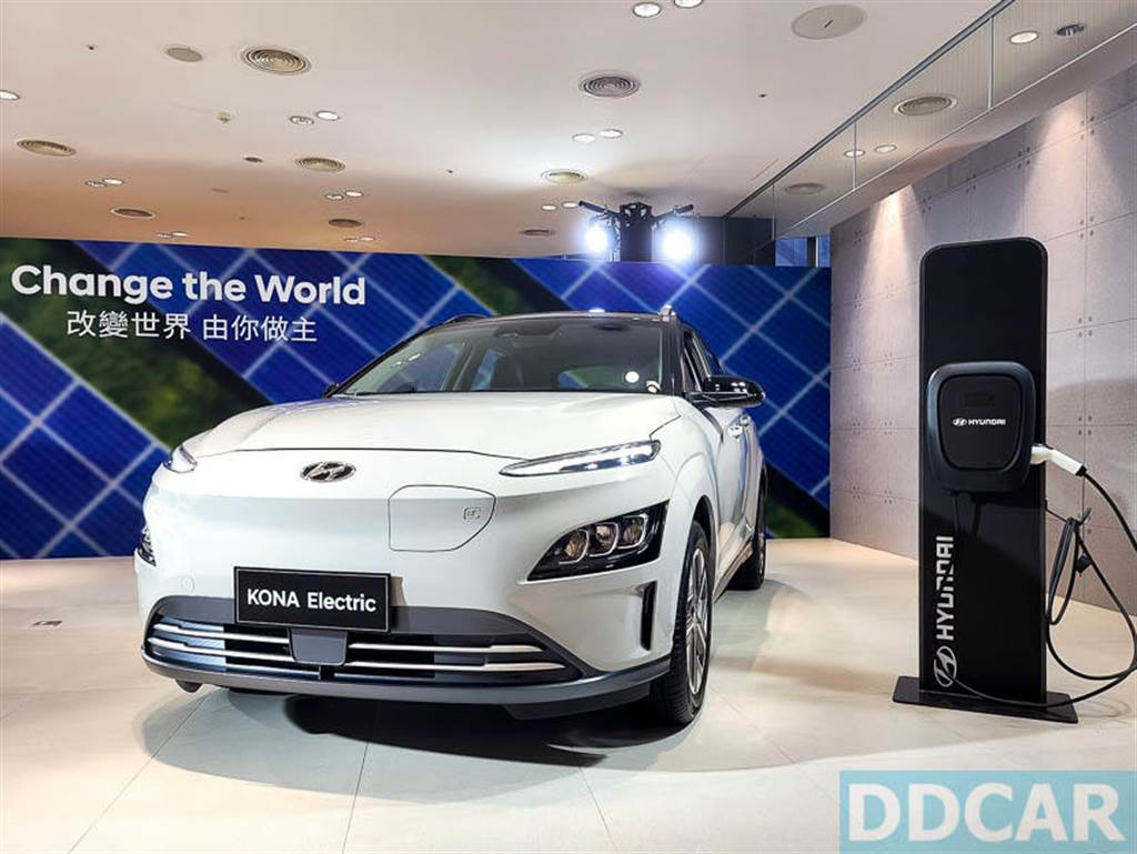Hyundai Kona EV 早鳥價最低 119.9 萬元,成為台灣第一款具備親民價格的純電小型休旅。(圖/DDCar)
