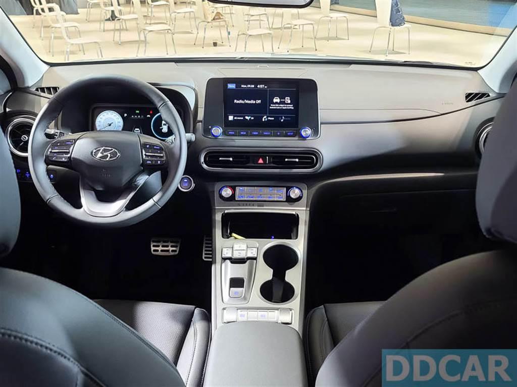 內裝配備 8 吋懸浮觸控多媒體系統,支援 Apple CarPlay 與 Android Auto。(圖/DDCar)