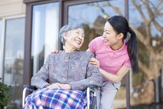 台灣迎向超高齡社會 壽險警示:長照險滲透率卻不到4%