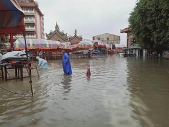 台南沿海清晨暴雨淹水 居民「挫咧等」擔心再發生