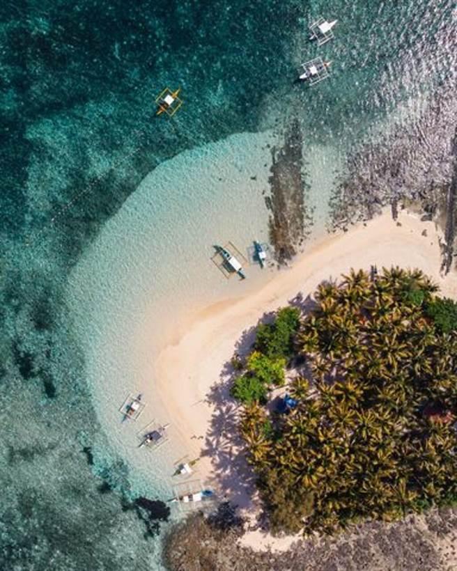 ▲錫亞高島擁有澄澈的海水、白沙灘。 圖:菲律賓觀光部台灣分處/提供