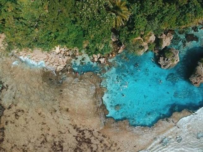 ▲絕美天然無邊泳池。 圖:菲律賓觀光部台灣分處/提供