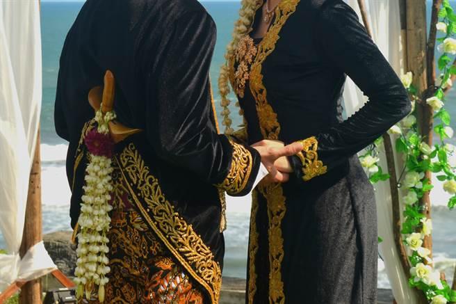 印尼一名20歲男子在婚禮當天一次娶了2名老婆,引發網路熱議。(示意圖/達志影像)