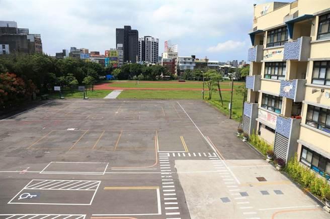 新竹市政府向中央爭取8000萬經費將在竹蓮國小校內的球場用地上,打造兩層樓「多功能活動中心」,師生上體育課終於可不受天候限制了。(新竹市政府提供/陳育賢新竹傳真)