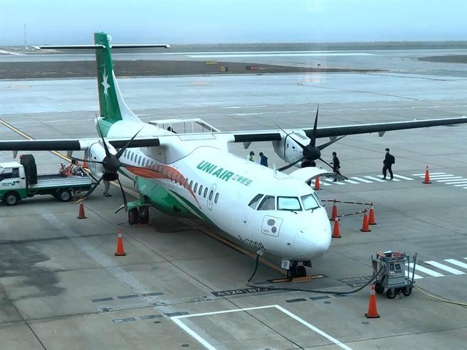 隨著疫情緩和,台金線班機再微幅調整。自8/11(三)起,原台北往金門末班機提前為17:30由台北起飛。(李金生攝)