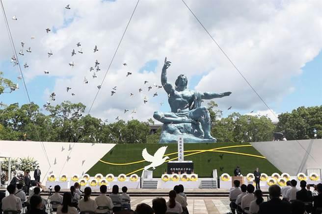 8月9日,長崎和平公園舉行的和平紀念儀式。(圖/美聯社)