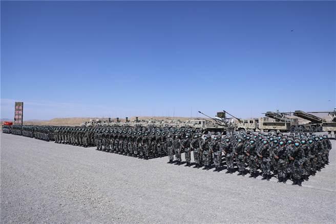近年來規模最大的中俄「西部•聯合-2021」演習8月9日上午在寧夏戰術訓練基地正式拉開帷幕,演習在維護地區穩定目標非常明確,要防止阿富汗在美國撤軍後發生動亂及戰爭。(圖/新華社)