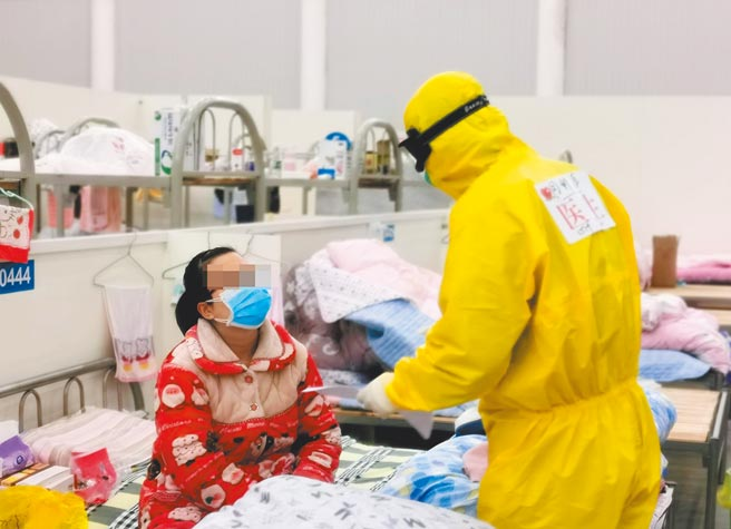 大陸去年初新冠疫情爆發,武漢漢陽方艙醫院專門收治輕症患者。(中新社)