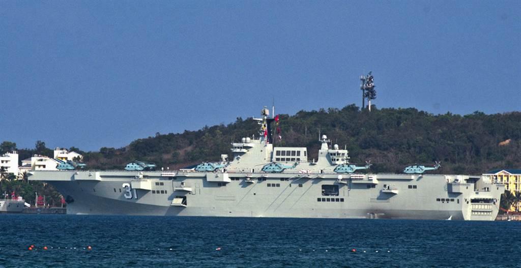 今年4月才正式服役的075兩棲攻擊艦海南艦也參加本次南海大規模演習。(圖/中國軍網)