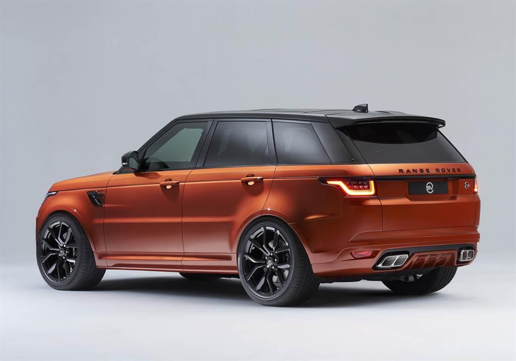 SV Bespoke團隊專精於提供特殊車輛烤漆與限量訂製車款等頂級客製化服務。圖為採用SV Bespoke專屬車色L'Orange之Range Rover Sport SVR。(圖/品牌提供)