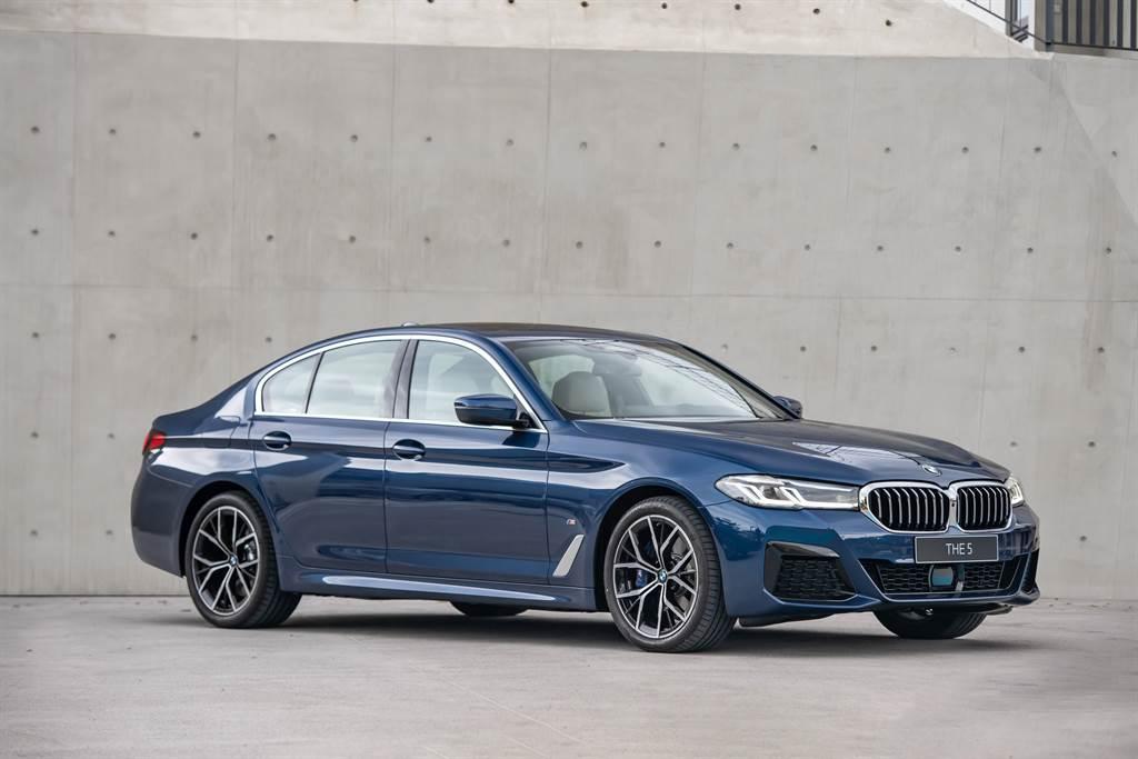 大型豪華房車指標車款全新BMW 5系列,本月入主享BMW煥新計劃多重禮遇。(圖/品牌提供)