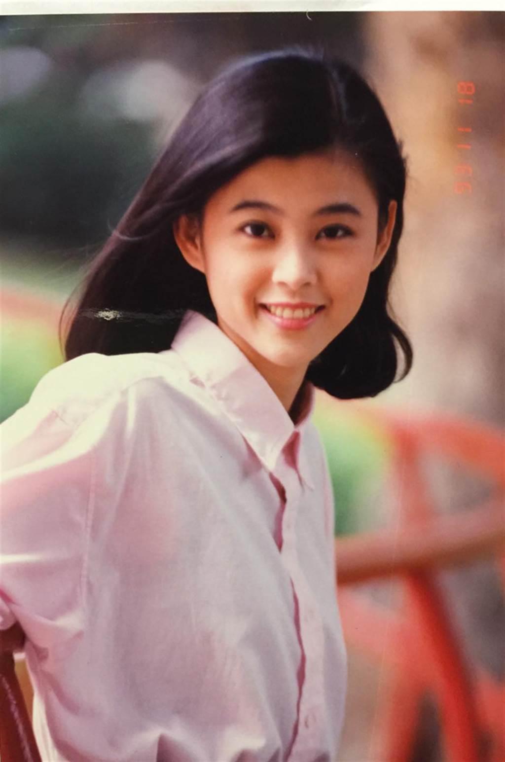 方馨公開22歲嫩照,被讚完全是校花等級。(翻攝自自方馨的粉絲部臉書)