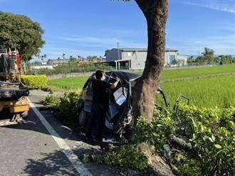 宜蘭廂型車自撞路樹 車體全毀1死1命危