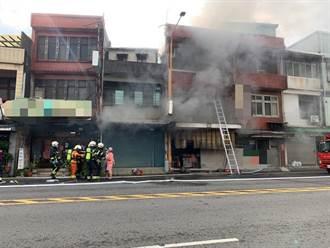 桃園大溪早餐店面傳火警 3人獲救嗆傷送醫