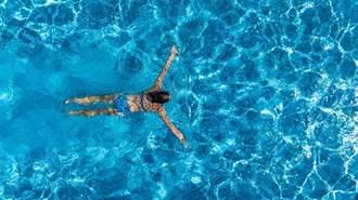 游泳池安全嗎?專家:不易染疫 卻有像在「馬桶水裡呼吸」的風險