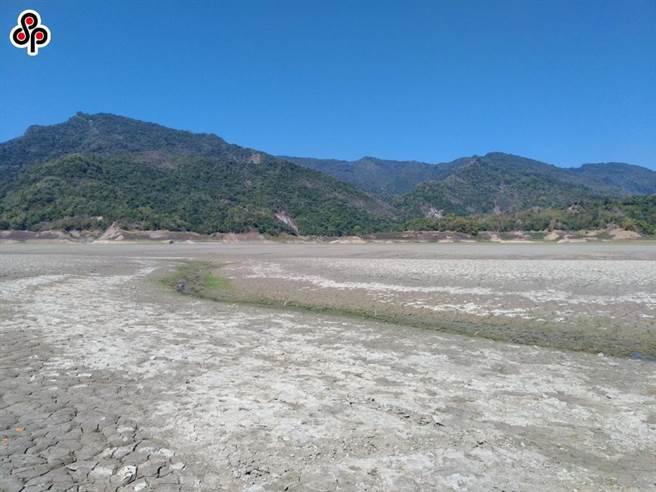 台灣今年上半年發生百年大旱,曾文水庫上游在春季呈現乾涸現象。(本報資料照)
