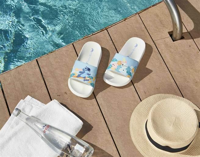 HOLA迪士尼系列史迪奇EVA印花拖鞋-M/ L,原價599元,特價449元。(HOLA提供)