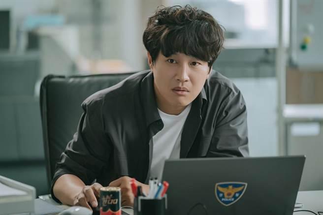 車太鉉在《警察課程》飾演警察大學教授。(myVideo提供)