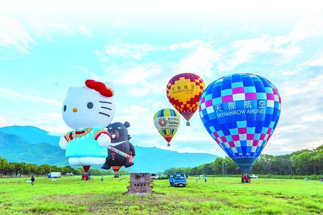 一波三折的第11屆台東熱氣球嘉年華,9日清晨在池上鄉正式開場。(莊哲權攝)