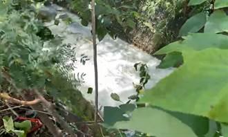 高雄大雨後出現「牛奶河」 邱于軒氣炸:大家都在推責任