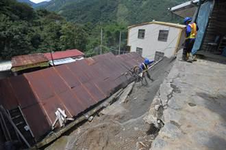 東埔溫泉區邊坡衝進民宅 林明溱會勘指示加強防護