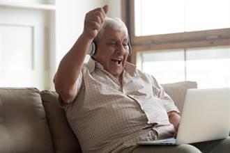 爺爺用交友軟體唱「思慕的人」追嫩妹 她嗨翻:想現場聽