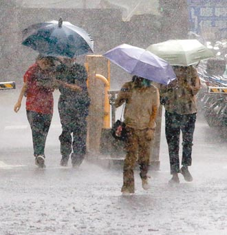 台灣平地百年增溫1.6°C夏長冬短
