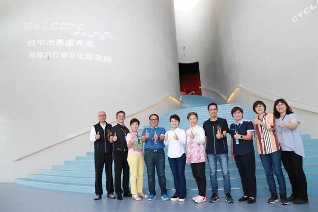 全球自行車製造龍頭巨大集團,在台中加碼投資,市長盧秀燕(左五)去年7月曾參訪位在中科的巨大集團總部。(資料照.盧金足台中傳真)