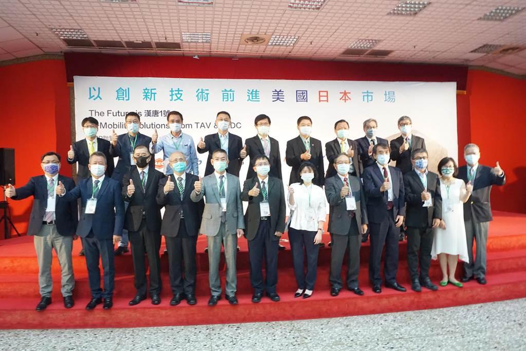 10企業組電動巴士國家隊 國產「漢唐一號」亮相