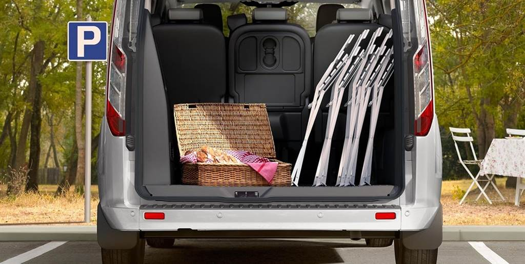 福特旅行家具備最大1,930L行李廂空間,低開口設計讓取放行李更為輕鬆。(圖/業者提供)