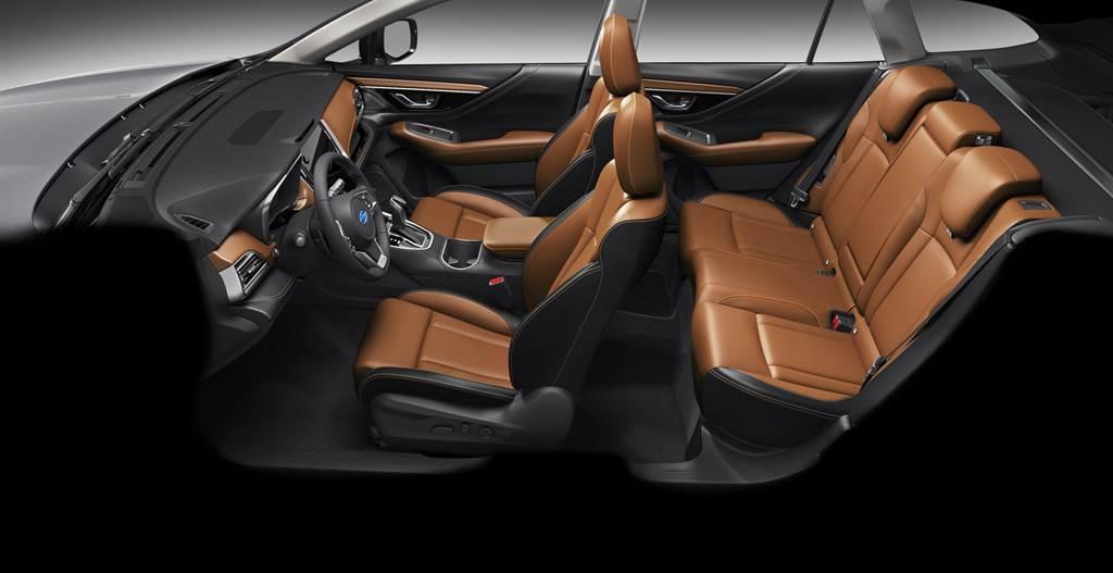 SUBARU台灣意美汽車特別限量推出Nappa頂級雙色座椅,黑色與棕褐色互相堆疊的設計為車室舒適氛圍再添奢華細膩質感。(圖/業者提供)