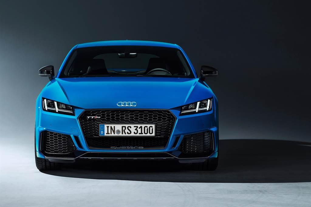 新一代Audi TT RS登台上市,售價375萬元起。(圖/業者提供)