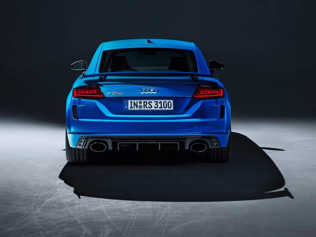 四環高性能雙門跑車顛峰之作,Audi TT RS疾馳登場,售價375萬元起。(圖/業者提供)