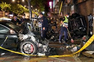 濱江市場旁凌晨車禍 賓士撞上小貨車 大火波及無辜店家與汽機車