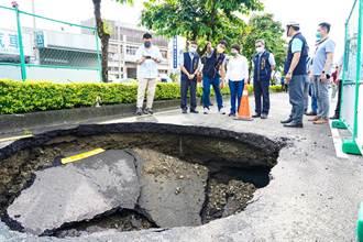 大里文心南路漏夜完成坑洞回填 中市府全面檢視道路安全
