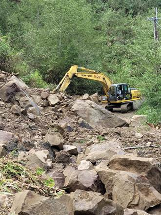 阿里山活動中心聯外道路中斷 員工、旅客受困滯留近一周