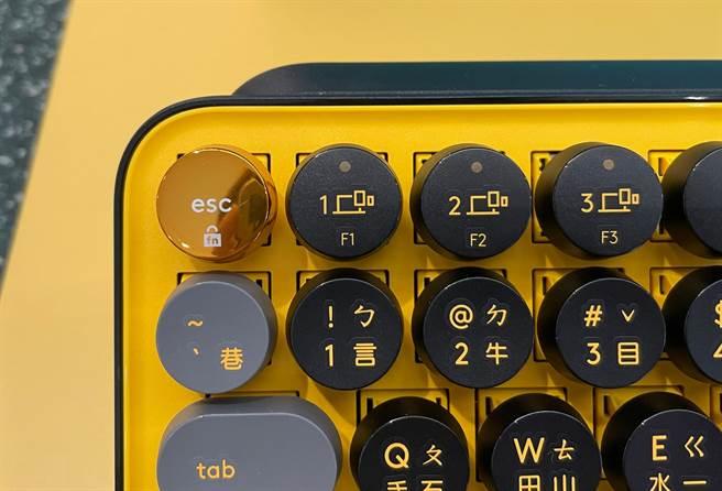 POP KEYS無線機械式鍵盤保留Easy-Switch跨平台多工功能。(黃慧雯攝)