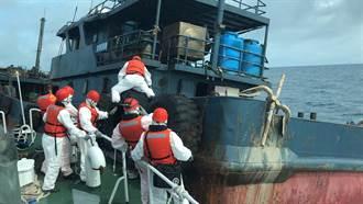 澎湖海巡隊查扣陸籍油料運補船 阻斷陸籍漁船補給來源