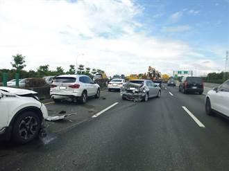 國1北向岡山路段4小客車追撞 5人輕傷送醫