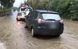 午後豪大雨 樹林地下道、路口多處積水 車輛拋錨受困