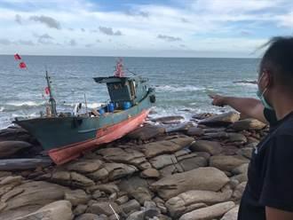 無人陸船又在金門擱淺  海巡嚴防「幽靈船」漏油汙染
