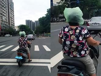 阿嬤戴「超輕薄」不安全帽騎車 網笑噴:碰撞時自動消氣