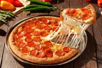 吃披薩咬到一把「鐵梳」超傻眼 內行人曝神用途
