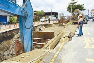 彰化路塌50公尺 安全島也陷天坑