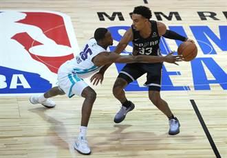 NBA》不想贏球?黃蜂菜鳥把球傳給對手直接爆扣吞敗