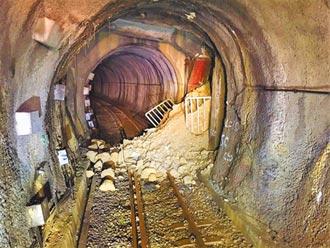 土石流衝進隧道 集集線拚20日搶通