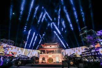古蹟東門城環形劇場 「光之島」 首映萬人同觀賞