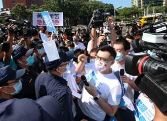 蘇貞昌稱護台不怕被殺被關 他酸:明明才因幾個藍委就怕得架拒馬