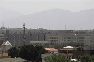 美駐喀布爾職員高官「幾乎撤光」 大使館降旗